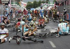 Google Image Result for http--www.mcalcio.com-wordpress-wp-content-uploads-2007-12-7cycling-crash-in-the-giro-ditalia.jpg (2)