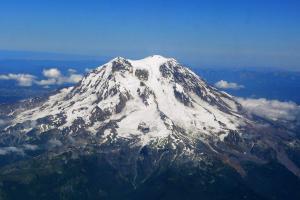 Mount_Rainier_from_west